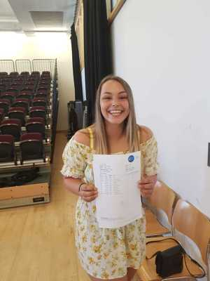Students celebrate great gcse results at smma st mary magdalene academy sixth form islngton results day 2019